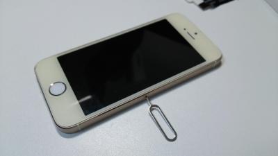 iPhone SIMカード 取り出し