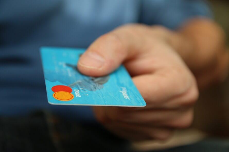 格安SIMの支払いをデビットカードで行う