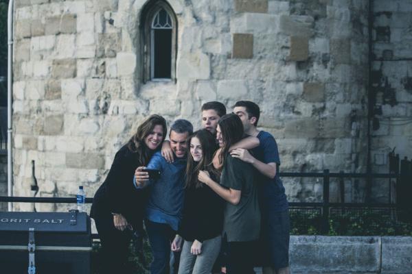 iPhone 家族 譲る